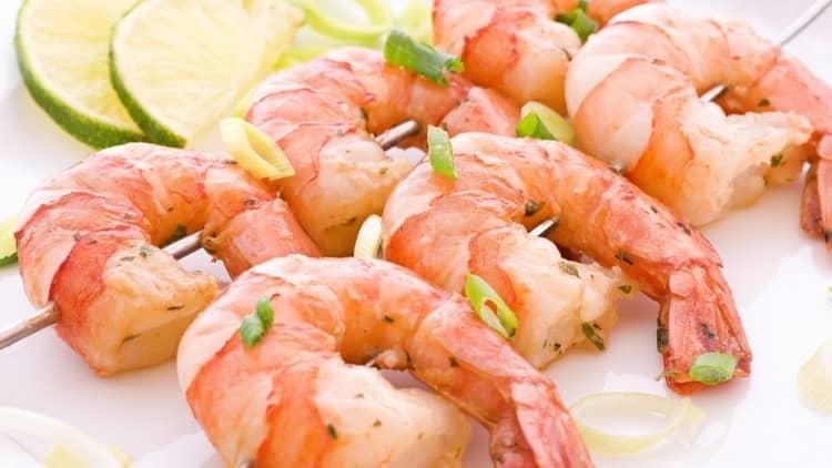 В качестве закуски к этому коньяку можно предложить морепродукты.