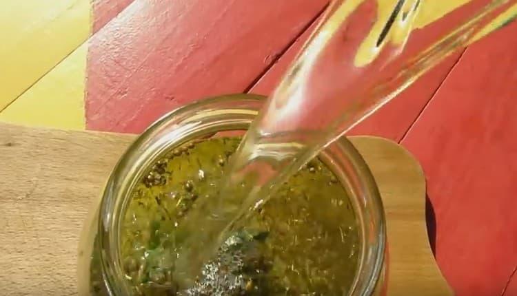 В рецепте Егермейстера в домашних условиях используется масса пряностей и трав.