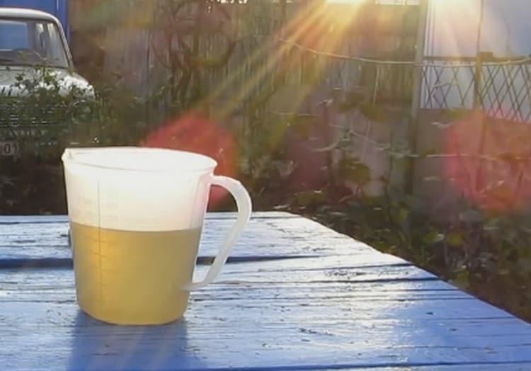 В рецепте лимончелло в домашних условиях используем простой сахарный сироп, приготовленный на основе воды и сахара.