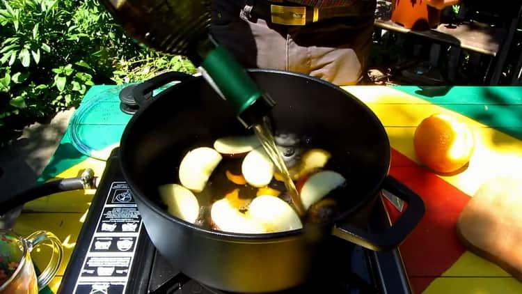 По рецепту для приготовления глинтвейна, подготовьте вино