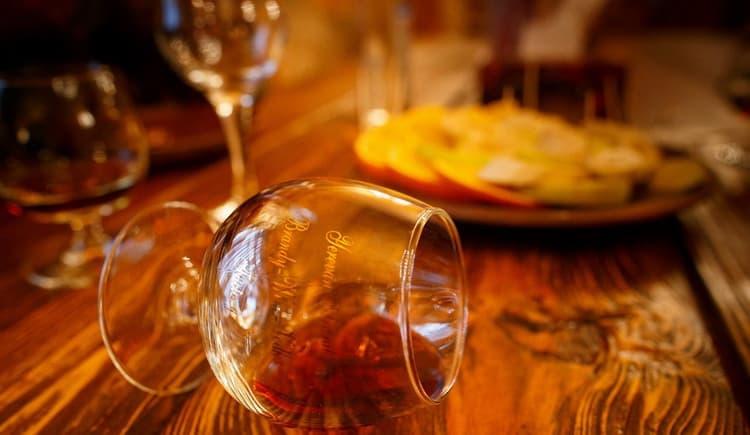 Как правильно подавать армянский коньяк саргис