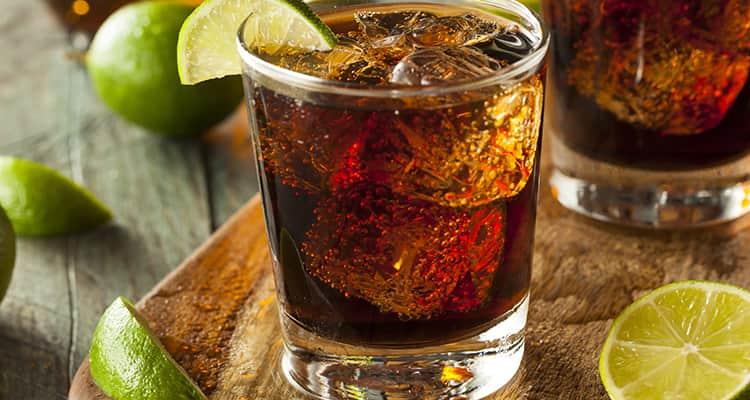 Узнайте как правильно пить доминиканский ром и с чем можно смешивать