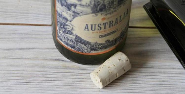 Вино australia отличается приятным вкусом и богатым букетом.