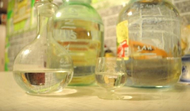 далее из этой браги можно готовить самогон из березового сока в домашних условиях.