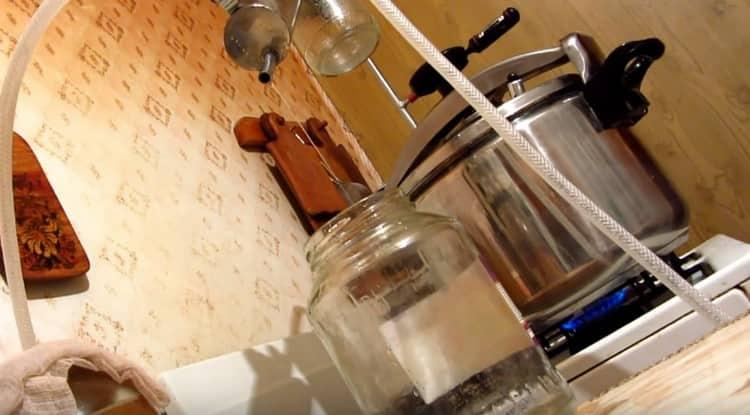 По этому простому рецепту можно приготовить также самогон из компота в домашних условиях.