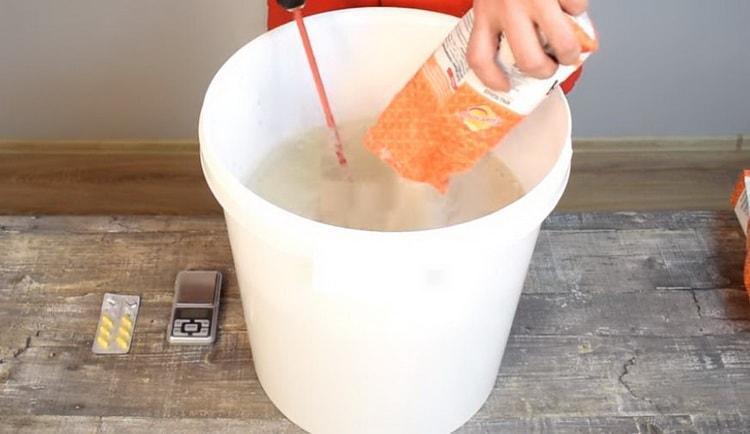 добавляем в жидкость злаковый порошок