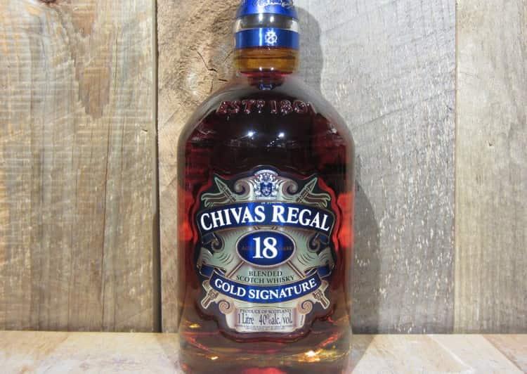 Для Чивас Ригал 18 лет выдержки характерен аромат шоколада и сухофруктов.