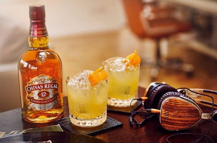 Хотя этот напиток прекрасно подходит для самостоятельного употребления, его все же нередко используют для приготовления коктейлей.