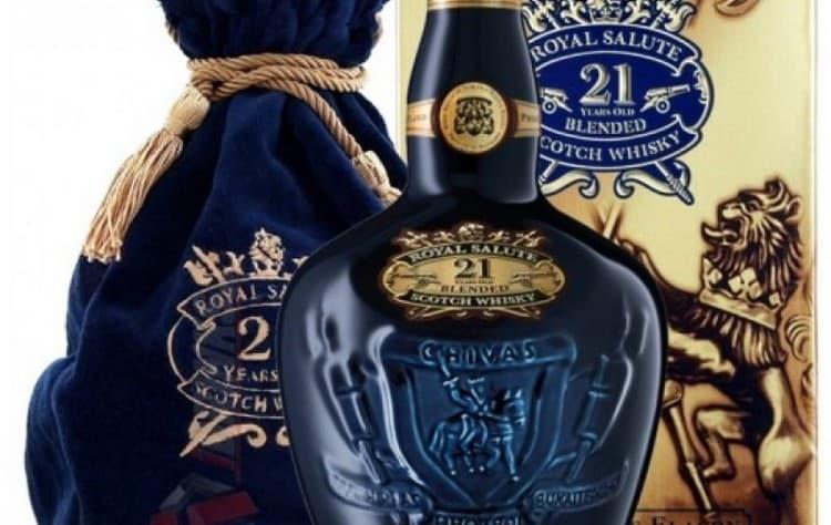 chivas regal royal salute 21 не только вкусный, но еще и роскошно оформленный, что позволяет приобрести его в качестве подарка.