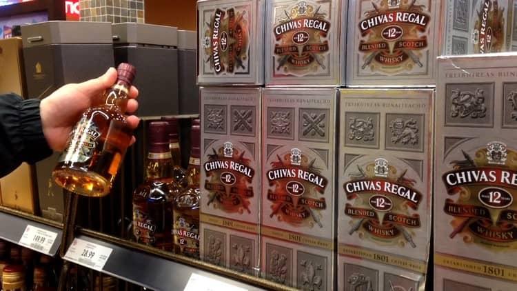 Выбирая chivas regal 12 лет выдержки или любой другой напиток знаменитой линейки, обращайте внимание на оформление тары и вязкость напитка.