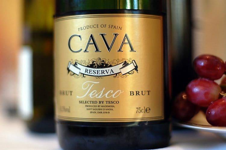 Многим очень нравится шампанское cava брют.