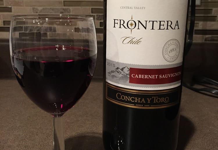 Красное вино Фронтера порадует богатым букетом, а также насыщенным рубиновым цветом.