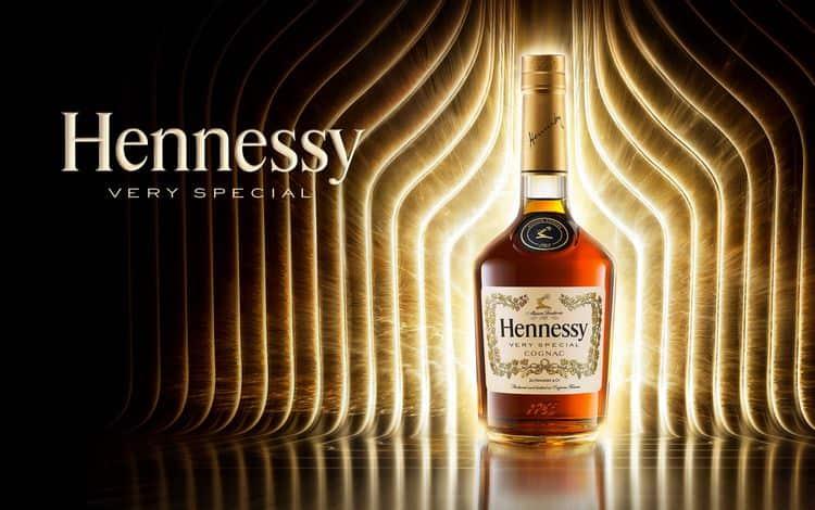 Коньяк Hennessy very special это прекрасный вариант для тех, кто хочет попробовать крепкий напиток за относительно доступную цену.
