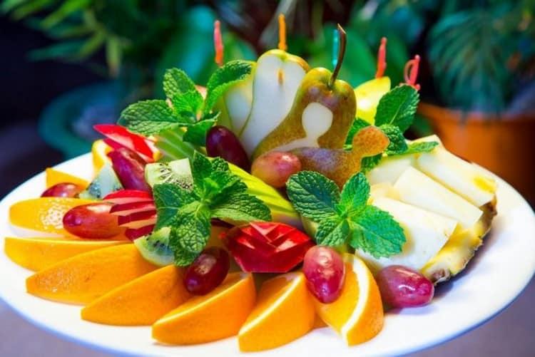 На закуску к светлому рому можно подать фрукты.