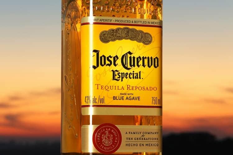 Текила хосе куэрво эспесиаль репосадо это, наверное, самая популярная разновидность напитка от именитого бренда.