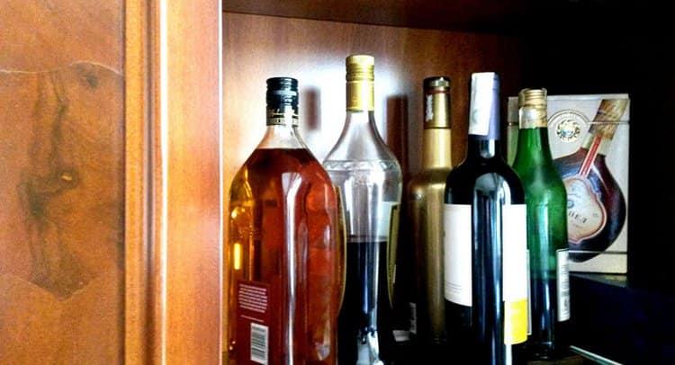 Важно знать, сколько хранится коньяк в закрытой бутылке.