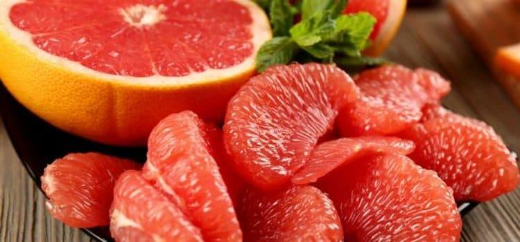Один из вариантов, с чем пить текилу, это фрукты.