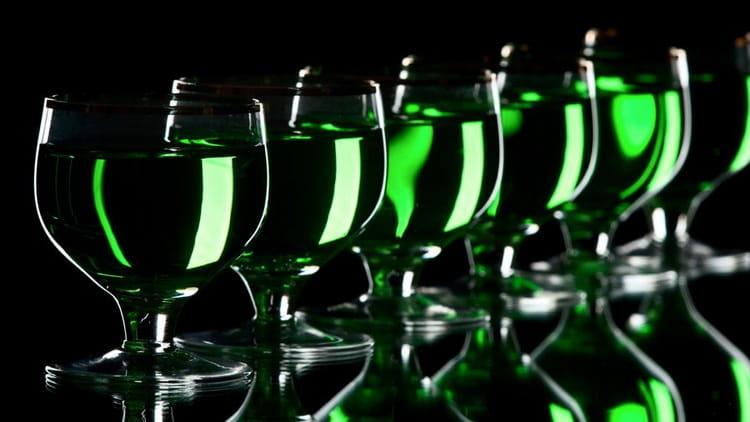 как пить абсент с бокала
