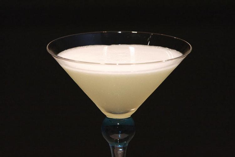 Английский вариант коктеля Белая леди