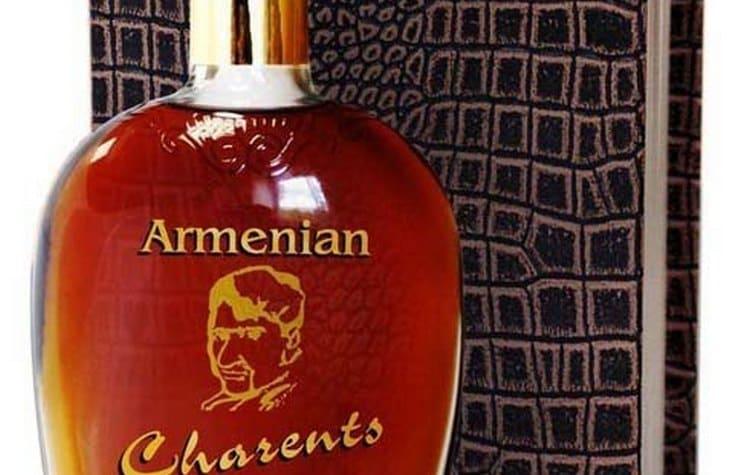 Этот напиток может похвастать не только приятным вкусом, но и оригинальной упаковкой в виде книги, обтянутой кожей аллигатора.