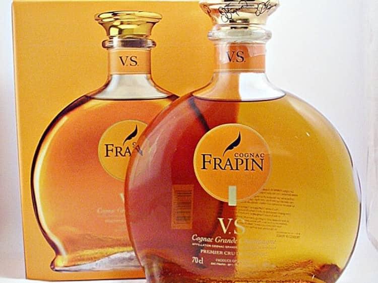 Ноты виноградной лозы и ванили прослеживаются в аромате frapin vs.