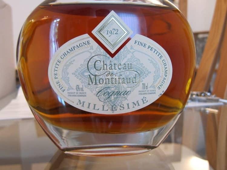Коньяк Шато де Монтифо это именно тот напиток, который можно покупать в качестве дорогого подарка мужчине.