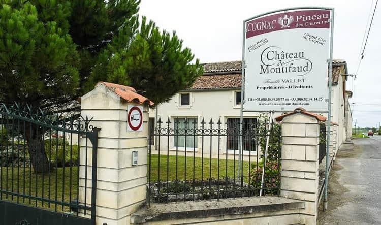 Весь этот коньяка производится на фамильном предприятии во Франции.