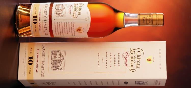 Коньяк Шато де Монтифо 10 лет выдержки обладает ароматом цветов липы и винограда.