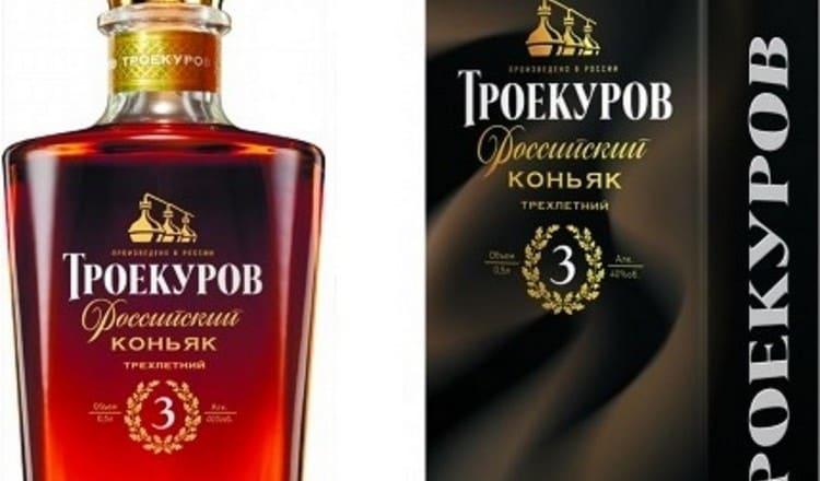 Коньяк Троекуров 3 года выдержки это приятный напиток золотистого цвета.