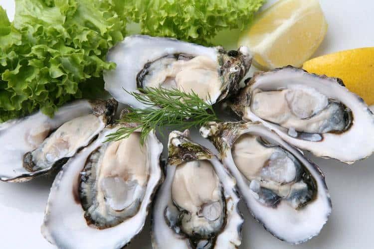 На закуску к такому напитку можно предложить устрицы или другие морепродукты.
