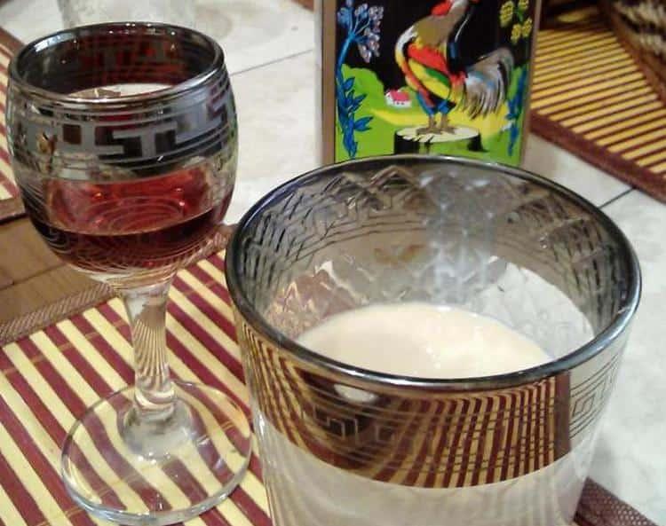Ликер красный петух можно смешивать как с молоком или сливками, так и с другим, более крепким, алкоголем.