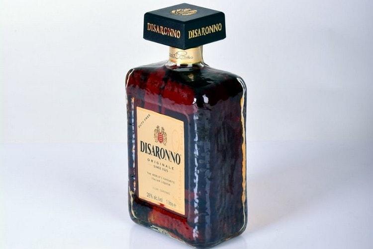 Покупая миндальный ликер, важно знать, как отличить оригинальный напиток от подделки.