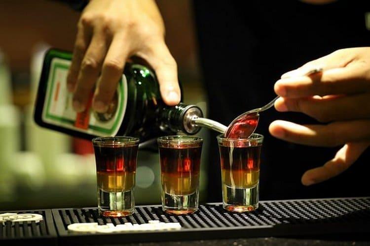 Узнайте, с чем еще можно пить Егермейстер.