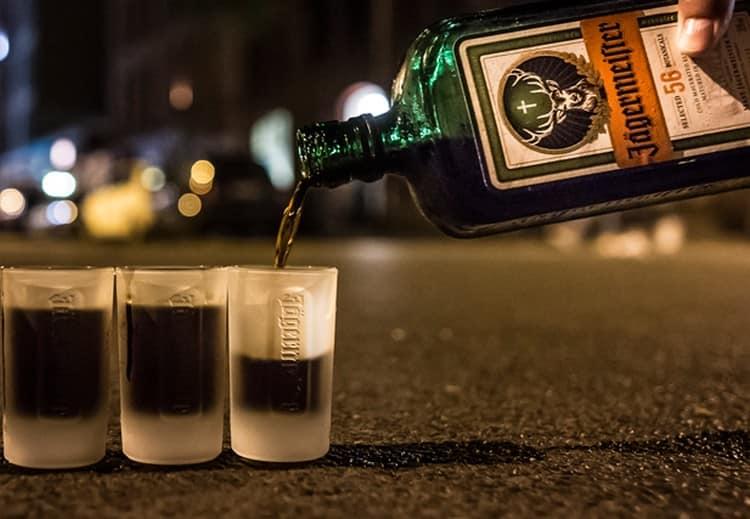 Есть два способа, как правильно пить Егермейстер.