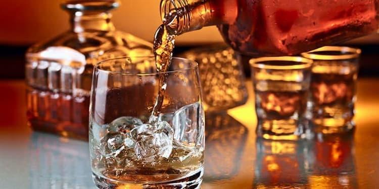 Как и что лучше пить водку или виски