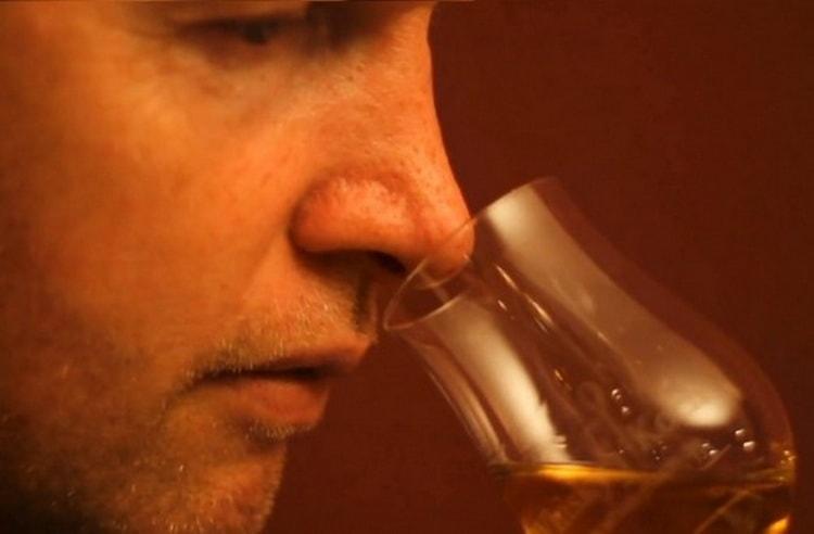 чем отличается запах водка от виски