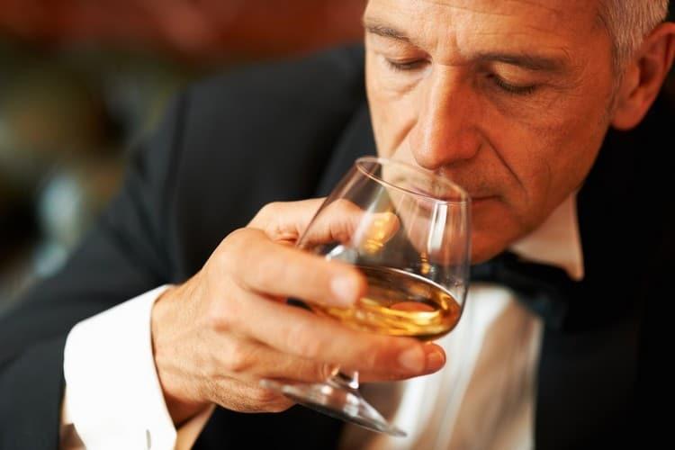 Польза коньяка уже в том, что этот напиток дарит прекрасные вкусовые и ароматические ощущения.