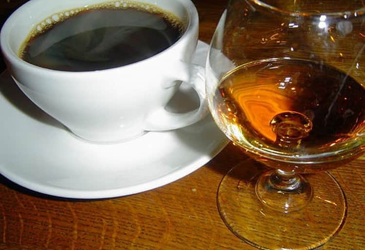 А вот кофе с коньяком это напиток очень неоднозначный.
