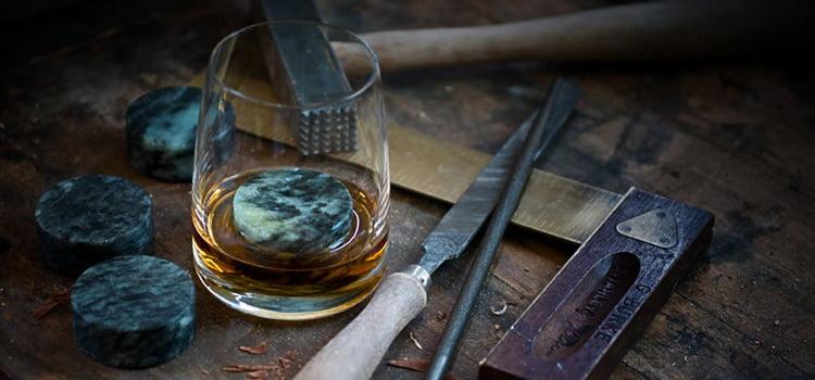 камни изготовляют для охлаждения виски