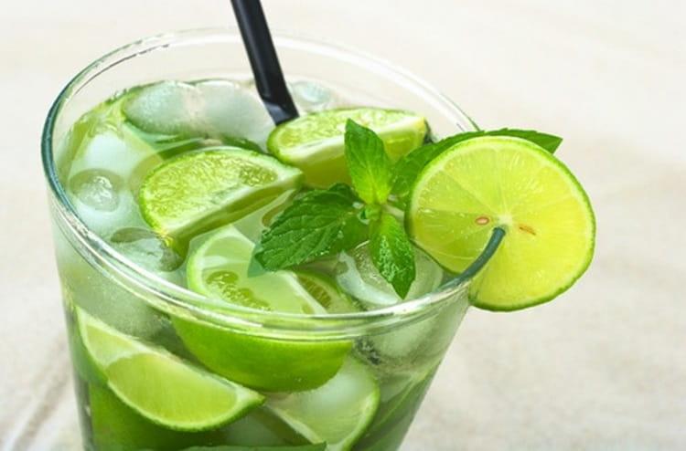 Рецепт мохито с водкой позволяет значительно сэкономить на покупке рома.