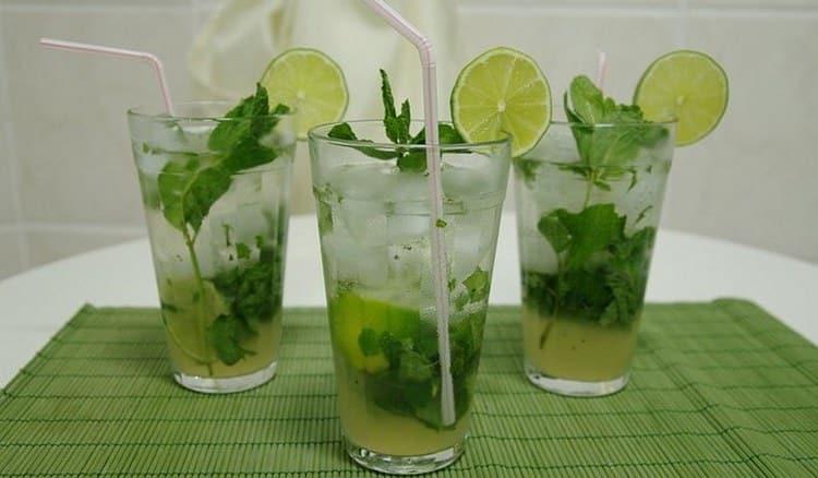 Если не знаете, как еще сделать мохитов домашних условиях с алкоголем, то вариант с водкой и лимонадом вас наверняка заинтересует.