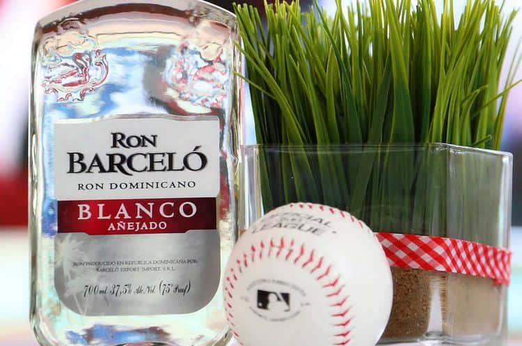 Ром ron barcelo blanco anejado можно пить и в чистом виде, и в составе коктейлей.