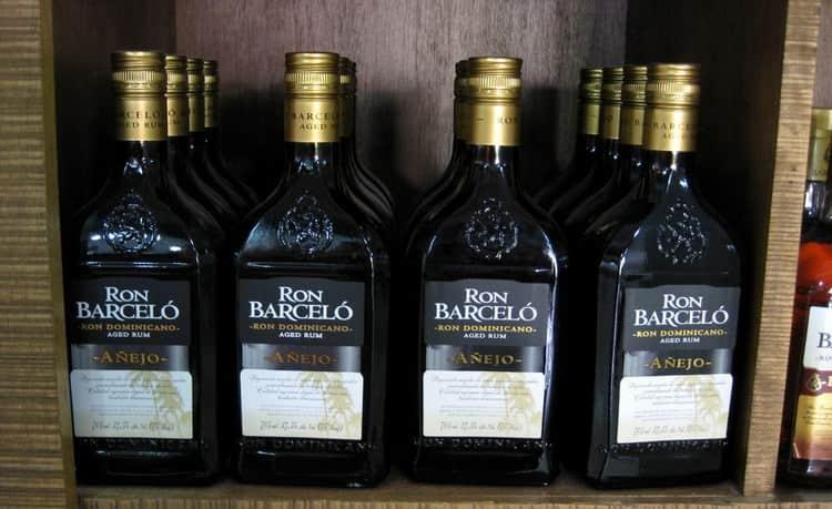 Приобретая ron barcelo ron dominicano gran anejo, обращайте внимание на оформление бутылок.