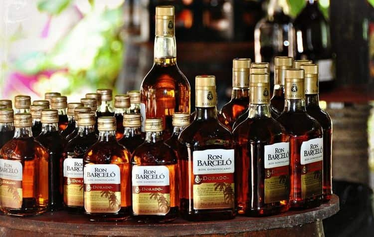 Выбирая ром Ron Barcelo Dorado, важно обращать внимание на качество оформления бутылок.