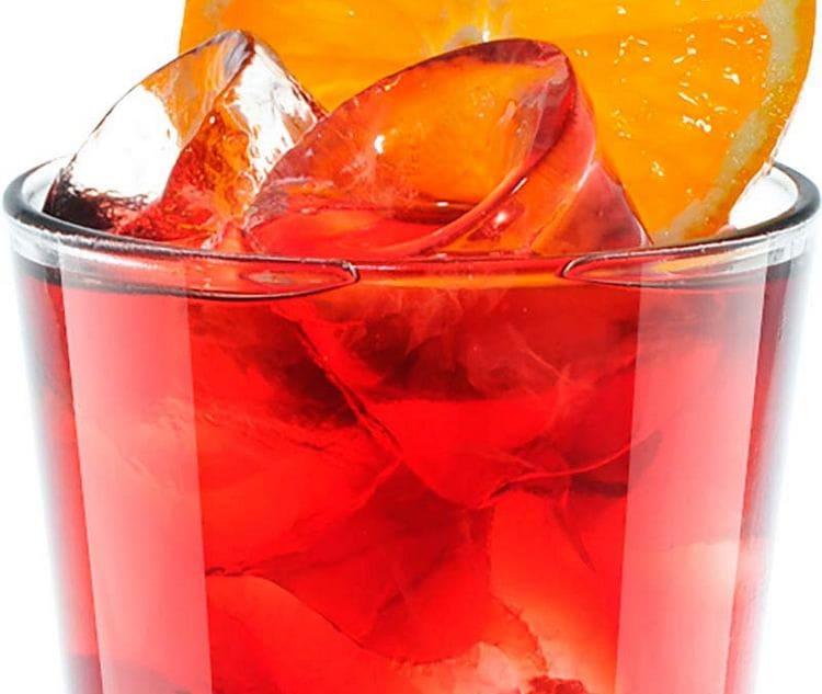 Более сладким получается ром с вишневым соком, но злесь важно соблюсти пропорции при приготовлении коктейля.