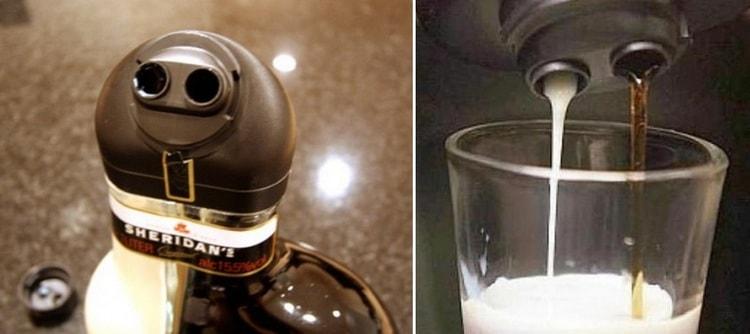 Поскольку этот черный и белый ликер в одной находится бутылке, то и наливать можно обе части сразу в одну рюмку.