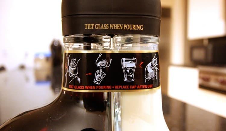 при покупке ликера Sheridan's всегда обращайте внимание на качество оформления бутылки.