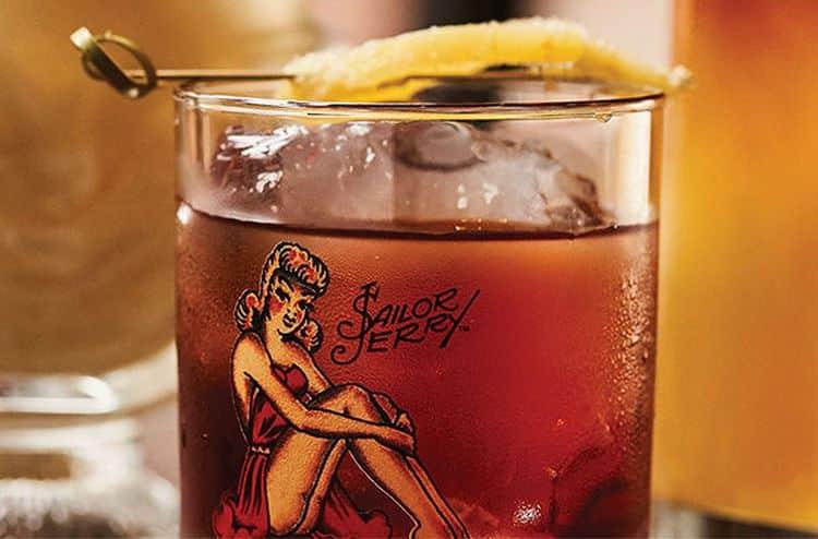 Карибский ром red sailor можно употреблять со льдом.
