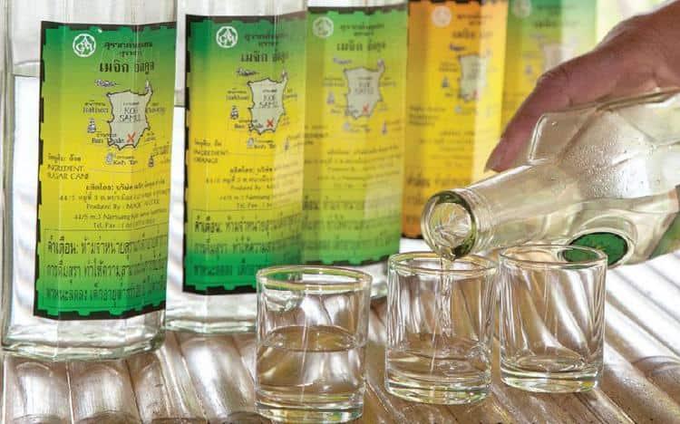 Как пить тайский ром, выбирайте сами: либо в чистом виде, либо со льдом, или же разбавленным соками и колой.
