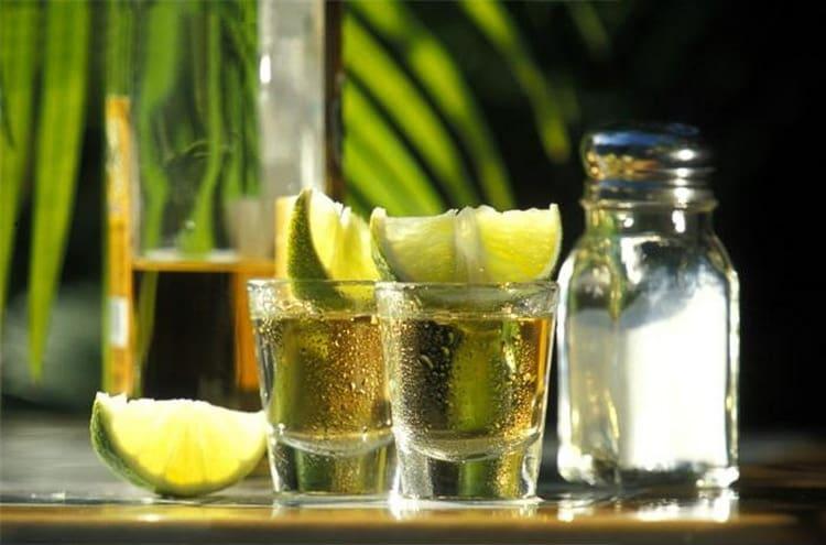 Текила reposado пьется в принципе так же, как и классическая.